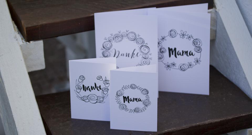 Für Euch zum Download – diese vier Karten zum Muttertag mit floralen Grüßen.